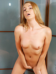 Teen hottie that you will fantasized to fuck and to be your girlfriend