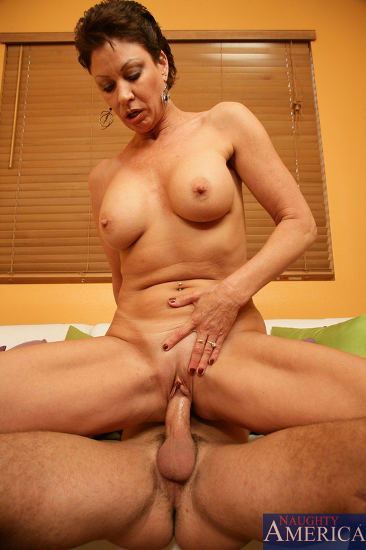 Hot Mom Fucks Young Guy