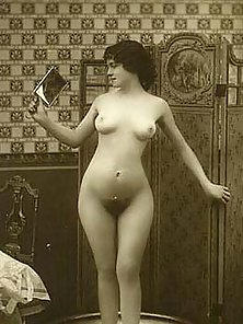 Amazing Vintage Babes Reveal Sexiest Bare Figure and Hairy Snatch