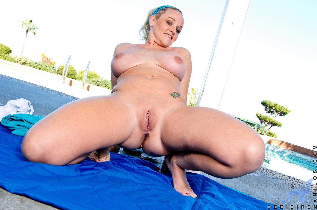 Mature pool pussy show