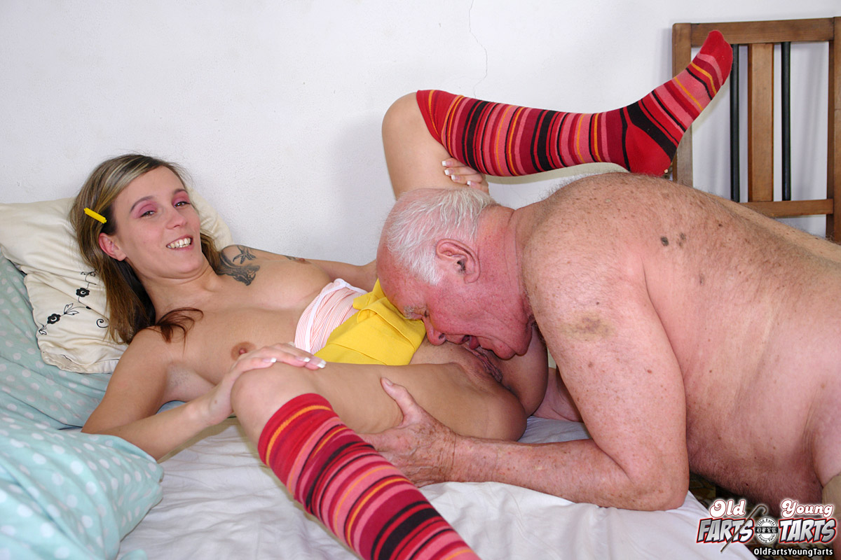 Grandpa Fucking The Food Delivery Girl After He Had Dinner -9796