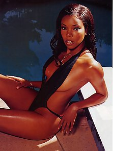 Sizzling hot photos of Gabrielle Union in swimsuit and lingerie
