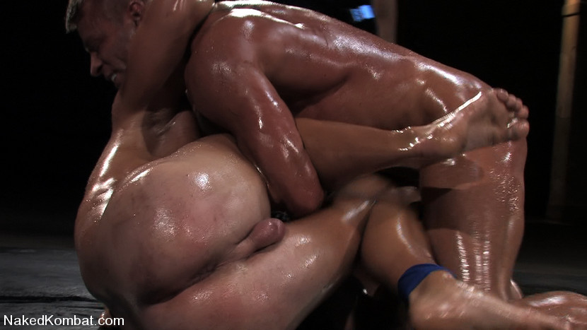 Muscled Gladiators Fight And Fuck In Front Of A Live -3536