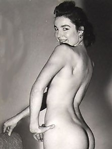 Several Retro Ladies with Nice Big Asses Showing Sexy Figures