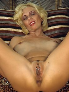 Bond mature open hips fuck ready for you