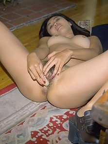 Asian spreads her pussy and puts a banana in