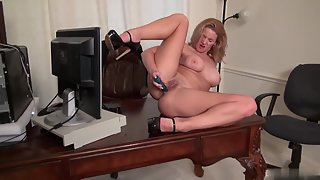Big Boobs Babe Abigail Toyne Puts Dildo in Her Shaved Pussy