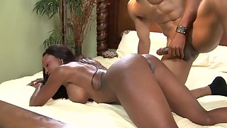 Round Ass Lady Takes Tight Muff Licking from Dude on Bed