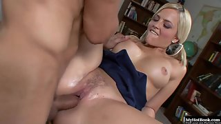 Voluptuous blonde schoolgirl Alexis Texas gets her big ass jizzed after sex