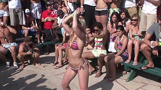 Gorgeous Babes Flash Their Dance in Front of Public