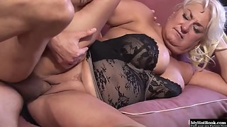 Mature Dana Hayes in Black Lingerie Gives Deep Blowjob and Fucked On Couch
