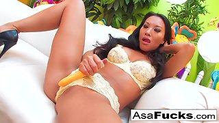 Sizzling Chick Asa Akira Takes Big Dick of Her Guy in Juicy Pussy
