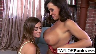 Round Ass Girls Taylor Vixen and Lisa Ann Fingered Their Cunts